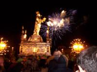 Siracusa, festa della Patrona Santa Lucia, i fuochi al ponte Umbertino al ritorno in Cattedrale, all'ottava il 20 dicembre.  - Siracusa (4082 clic)