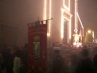 Domenica 30 settembre 2007 - la Festa di San Prospero martire Patrono di Catenanuova, l'uscita dalla Chiesa Madre tra il fumo dei fragorosi spari a salve. (Foto concessa dal carissimo Riccardo Spoto)  - Catenanuova (1939 clic)
