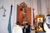 Santa Maria di Licodia, 27 agosto 2007 - Festa del Patrono San Giuseppe, al rientro in Chiesa il Santo viene riposto nella sua cameretta fino alla prossima festa.  - Santa maria di licodia (4698 clic)