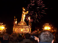 Siracusa, festa della Patrona Santa Lucia, i fuochi al ponte Umbertino al ritorno in Cattedrale, all'ottava il 20 dicembre.  - Siracusa (4268 clic)