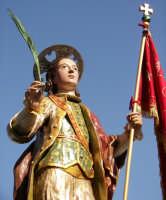 Domenica 30 settembre 2007 - la Festa di San Prospero martire Patrono di Catenanuova, particolare dell'artistico simulacro ligneo di ignoto autore del 1752, che si porta in processione ogni anno l'ultima domenica di settembre. (Foto concessa dal carissimo Riccardo Spoto)  - Catenanuova (1873 clic)