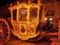 Siracusa, festa della Patrona Santa Lucia, la maestosa carrozza del Senato in processione.  - Siracusa (6615 clic)