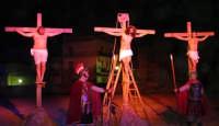 Catenanuova, Domenica delle Palme - la Sacra rappresentazione vivente della Passione di Cristo, la morte in Croce.  - Catenanuova (1857 clic)