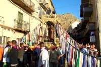 Troina 15 luglio 2007 - Festa di Sant'Antonio Abate, la caratteristica vara adorna di nastri multicolori.  - Troina (3253 clic)