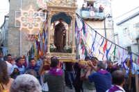 Troina 15 luglio 2007 - Festa di Sant'Antonio Abate, i devoti portano la vara a spalla.  - Troina (2873 clic)