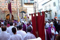 Troina 15 luglio 2007 - Festa di Sant'Antonio Abate, all'uscita del Santo si liberano le colombe davanti alla vara per annunciare la festa.  - Troina (2780 clic)