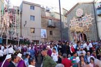 Troina 15 luglio 2007 - Festa di Sant'Antonio Abate, i fedeli attendono l'uscita del Santo dalla Chiesa di Santa Caterina.  - Troina (4490 clic)