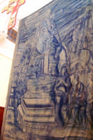 Catenanuova, Sabato Santo - l'altare maggiore coperto dalla cosiddetta taledda (opera di autore ignoto del 1850) che a mezzanotte svelerà il Cristo risorto. (Foto concessa dal carissimo Nicolò Fiorenza)  - Catenanuova (1653 clic)
