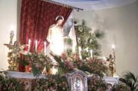 Catenanuova, Domenica di Pasqua - l'altare maggiore con Cristo risorto dopo la caduta della taledda a mezzanotte. (Foto concessa dal carissimo Nicolò Fiorenza)  - Catenanuova (2622 clic)