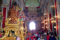 Palazzolo Acreide (SR) - 29 giugno 2007 festa di San Paolo Apostolo Patrono della Città, al rientro i fedeli salutano il Santo in attesa della processione serale.  - Palazzolo acreide (1602 clic)