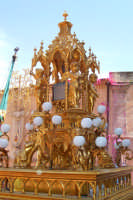 Palazzolo Acreide (SR) - 29 giugno 2007 festa di San Paolo Apostolo Patrono della Città, l'artistico reliquiario barocco durante il rientro in Chiesa.  - Palazzolo acreide (1811 clic)