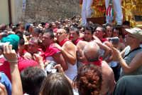 Palazzolo Acreide (SR) - 29 giugno 2007 festa di San Paolo Apostolo Patrono della Città, la fatica dei portatori della vara del Santo.  - Palazzolo acreide (1774 clic)