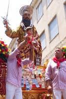 Palazzolo Acreide (SR) - 29 giugno 2007 festa di San Paolo Apostolo Patrono della Città, ancora vive la tradizione di offrire al Santo i bambini nati nell'anno.  - Palazzolo acreide (1926 clic)