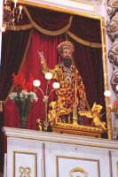 Palazzolo Acreide (SR) - 29 giugno 2007 festa di San Paolo Apostolo Patrono della Città, il simulacro del Santo esposto sull'altare maggiore della Basilica prima dell'uscita delle ore 13:00.  - Palazzolo acreide (1654 clic)