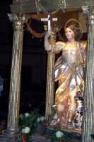 Regalbuto 11 agosto 2007 - Festa del Patrono San Vito martire, particolare dell'artistico simulacro del Santo, i devoti acclamano: E gridamu e gridamu cu cori cuntritu: Viva Diu e Santu Vitu!.  - Regalbuto (2484 clic)