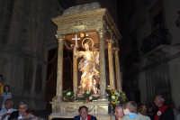 Regalbuto 11 agosto 2007 - Festa del Patrono San Vito martire, l'uscita sulla vara lignea del XVIII sec.  - Regalbuto (2916 clic)