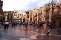 Regalbuto 11 agosto 2007 - Festa del Patrono San Vito martire, piazza della Repubblica illuminata a festa.  - Regalbuto (8961 clic)