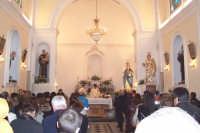 Catenanuova, 8 dicembre 2006, festa in onore di Maria SS. Immacolata, al rientro della processione si celebra la Santa Messa.  - Catenanuova (1636 clic)