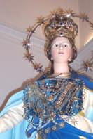 Catenanuova, 8 dicembre 2006, festa in onore di Maria SS. Immacolata, particolare del simulacro risalente al 1870 opera lignea di autore ignoto, adorno dei preziosi ex-voto.  - Catenanuova (1641 clic)