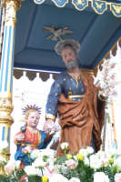 Catenanuova - festa di San Giuseppe 19 marzo 2007, l'artistico simulacro del Santo opera lignea di autore ignoto del 1738, dopo l'uscita dalla Chiesa Madre  - Catenanuova (1555 clic)