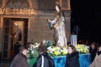 Catenanuova, 13 dicembre 2006, Festa di Santa Lucia; dopo i fuochi la Santa rientra in chiesa.  - Catenanuova (1687 clic)