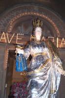 Catenanuova, 13 dicembre 2006, Festa di Santa Lucia; particolare dell'artistico simulacro della Santa, adorno dagli ex-voto.  - Catenanuova (1604 clic)
