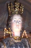 Catenanuova, 13 dicembre 2006, Festa di Santa Lucia; particolare del candido volto della Vergine e Martire Siracusana, al collo si può ammirare un medaglione con una reliquia della Santa.  - Catenanuova (2268 clic)