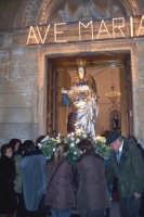 Catenanuova, 13 dicembre 2006, Festa di Santa Lucia; la festosa uscita tra gli spari a salve le campane a festa e la banda musicale.  - Catenanuova (1849 clic)