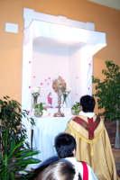 Catenanuova (EN), 10 giugno 2007 Solennità del Corpus Domini, si prega in uno dei tanti altarini. (Foto concessa dal carissimo Nicolò Fiorenza)  - Catenanuova (2191 clic)