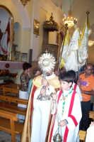 Catenanuova (EN), 10 giugno 2007 Solennità del Corpus Domini, si avvia la processione dalla Chiesa Madre. (Foto concessa dal carissimo Nicolò Fiorenza)  - Catenanuova (1841 clic)
