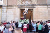 Catenanuova (EN), 13 giugno 2007 Festa di Sant'Antonio di Padova, l'uscita dalla Chiesa Maria SS. Immacolta tra la devozione dei fedeli, gli spari a salve e la banda musicale.  - Catenanuova (1895 clic)