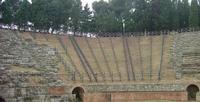 Ruderi   Teatro greco,in parte rifatto, il resto sono i ruderi dell'originale.                                       Foto peppino carollo.  - Tindari (5654 clic)