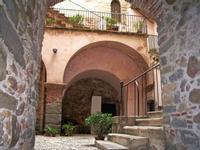 interno del castello. Atrio con scalinata. Foto peppino carollo.   - Castelbuono (5942 clic)