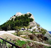 Geraci In testa alla  rocca  i ruderi del castello dei Ventimiglia.                                                                          Foto peppino carollo.  - Geraci siculo (4496 clic)