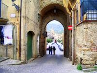 Via S.Anna. Vista da piazza castello.  Foto peppino carollo.   - Castelbuono (5752 clic)