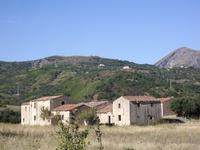 Contrada Aquilea. Gruppo di case agricole.  - Isnello (5991 clic)