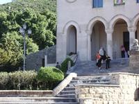 scalinata. Scalinata e porticato del Santuario di Gibilmanna.  foto di peppino carollo  - Gibilmanna (7066 clic)