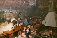 BAITA TATRY  1974      (Foto di Bruno Marino)  VACANZE INVERNALI NEI MONTI TATRY IN UNA BAITA.  CUCINAVANO UN POLLO SUPERLATIVO!! LE CUOCHE   ERANO DELLA GIOVANE RAGAZZE SLOVACCHE STUPENDE.  ERO AL PUNTO DI CHIEDERE... DIVORZIO IMMEDIATO!  MONTI TATRY SLOVACCHIA  1974    - Ragusa (3113 clic)