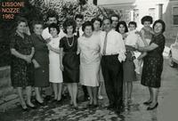 MATRIMONIO 1962          (Foto di Bruno Marino) Matrimonio di Bruno Marino a Lissone(MI) dove era emigrato. NOV. 1962. G.Marino,in primo piano, e mamma Nevenka con in braccio la nipote Patrizia.Gli sposi si sono...imboscati  - Ragusa (4046 clic)