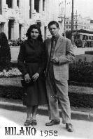 MILANO  1952    (Foto di Bruno Marino)  CON MIA SORELLA VENERINA PER LA PRIMA VOLTA A   MILANO.IMPRESSIONATI DAL TRAFFICO E DALLA TANTA  GENTE TUTTI INDAFFARATI.NON AVEVANO LA CALMA DEL  TRAN-TRAN DI NOI DEL SUD. MILANO 1952  - Ragusa (3308 clic)