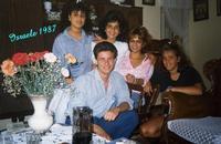 ISRAELE 1987     (Foto di Bruno Marino)  MORENO...CORTEGGIATO DA BELLE FIGLIOLE ISRAELITE  RAGAZZI CHE...INVIDIA!!!       TEL-AVIV ISRAELE 1987  - Ragusa (3314 clic)