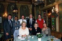 OKTOBER FEST  1988       (Foto di Bruno Marino) IN OCCASIONE DELLA FAMOSA OKTOBERFEST UNA BELLA FOTO DI BELLA GENTE PRONTI PER L'ARREMBAGGIO ALLA ...BIRRA....TTEDDESKKA !!(ADESSO ANCORA SOBRI)       MONACO DI BAVIERA 27-09-1988      - Ragusa (3198 clic)