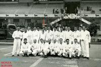 MOTO CLUB MONZA 1959       (Foto di Bruno Marino) L'IMMIGRATO BRUNO MARINO FRA' TERRONI E POLENTONI SERVIZIO IN OCCASIONE DI UN G.P. DI MOTO AUTODROMO MONZA 06/09/1959  - Ragusa (3269 clic)