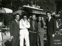 COMO  1960              (Foto di Bruno Marino) UN RITROVARSI IN OCCASIONE DI UN RADUNO DI MOTO   COMO   MAGGIO 1960  - Ragusa (3374 clic)