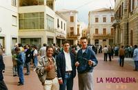SARDEGNA  1989    (Foto di Bruno Marino)  CON MORENO E UN SUO COLLEGA ALLA MADDALENA.  TANTI RICORDI NEL MIO VECCHIO CUORE!!!    LA MADDALENA SARDEGNA 10/08/1989          - Ragusa (2986 clic)