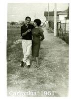 GIOVANE COPPIA  1961       (Foto di Bruno Marino)  GIOVANE COPPIA DI FIDANZATI D'ALTRI TEMPI.   CAZZANIGA MONZA 1961  - Ragusa (4263 clic)