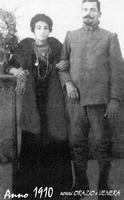 MIEI NONNI NEL 1910      (Foto di Bruno Marino) NONNO ORAZIO E NONNA VENERA. FOTO DEL 1910 FATTA A CATANIA IN OCCASIONE DI UNA LICENZA MILITARE. POCHI ANNI DOPO E INIZIATA LA GRANDE GUERRA LA INUMANA CARNEFICINA.MIO NONNO TORNO' QUASI CIECO.  - Ragusa (4479 clic)
