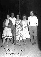 IN  VACANZA !  1958               (Foto di Bruno Marino) IN VACANZA IN QUEL DI JESOLO LIDO (VE) 1958  - Ragusa (3225 clic)
