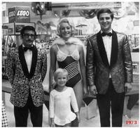 A  VIENNA   1973        (Foto di Bruno Marino) IN OCCASIONE DI UNO SPETTACOLO  (da sinistra)  BRUNO JANINKA PEPITO e la piccola GABY    VIENNA  1973  - Ragusa (3279 clic)