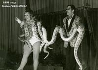 A BARI  1973             (Foto di Bruno Marino) TEATRO PETRUZELLI  BARI 1973  - Ragusa (3409 clic)